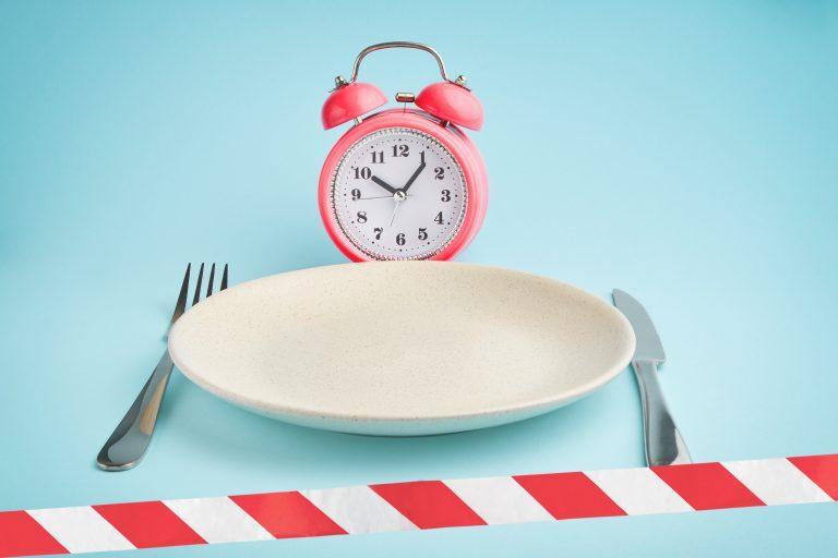 ¿Saltarse el desayuno adelgaza?